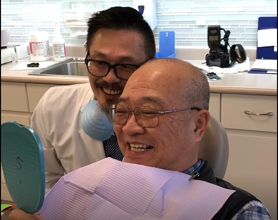 """为了避免""""老掉牙"""",60岁温哥华大爷戴上了牙套!"""