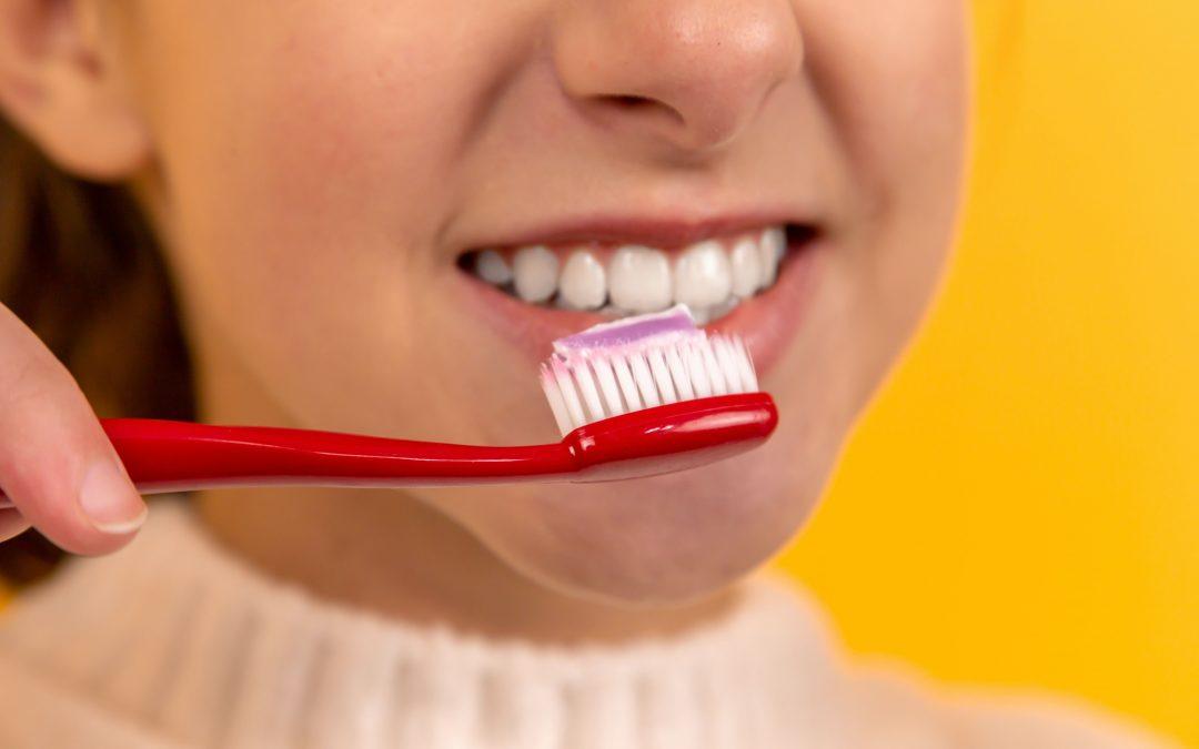 每天刷牙≠有效刷牙?30秒让牙垢现原形!